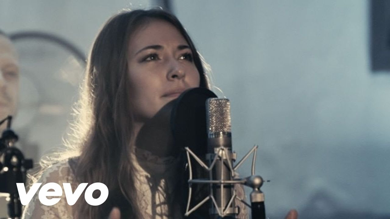 Chris Tomlin - Noel (Live) ft. Lauren Daigle 1